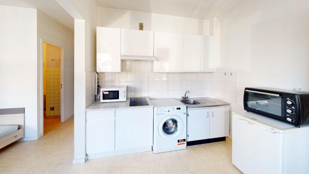 Appartement à louer 1 33m2 à Saint-Étienne vignette-3
