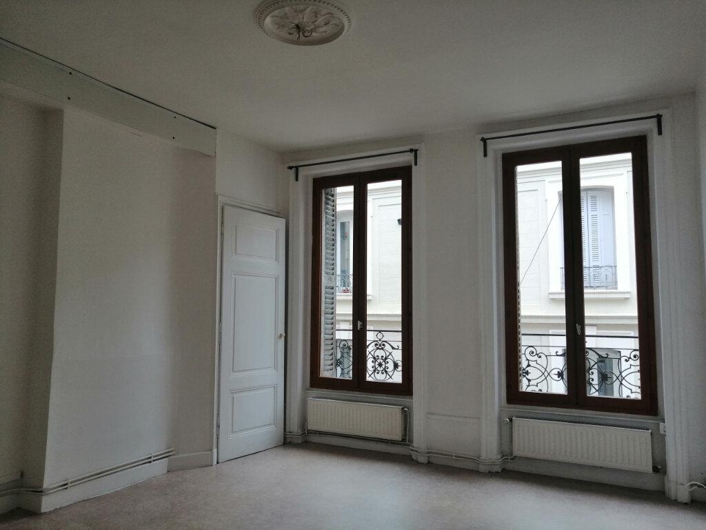 Appartement à louer 3 62.53m2 à Saint-Étienne vignette-1