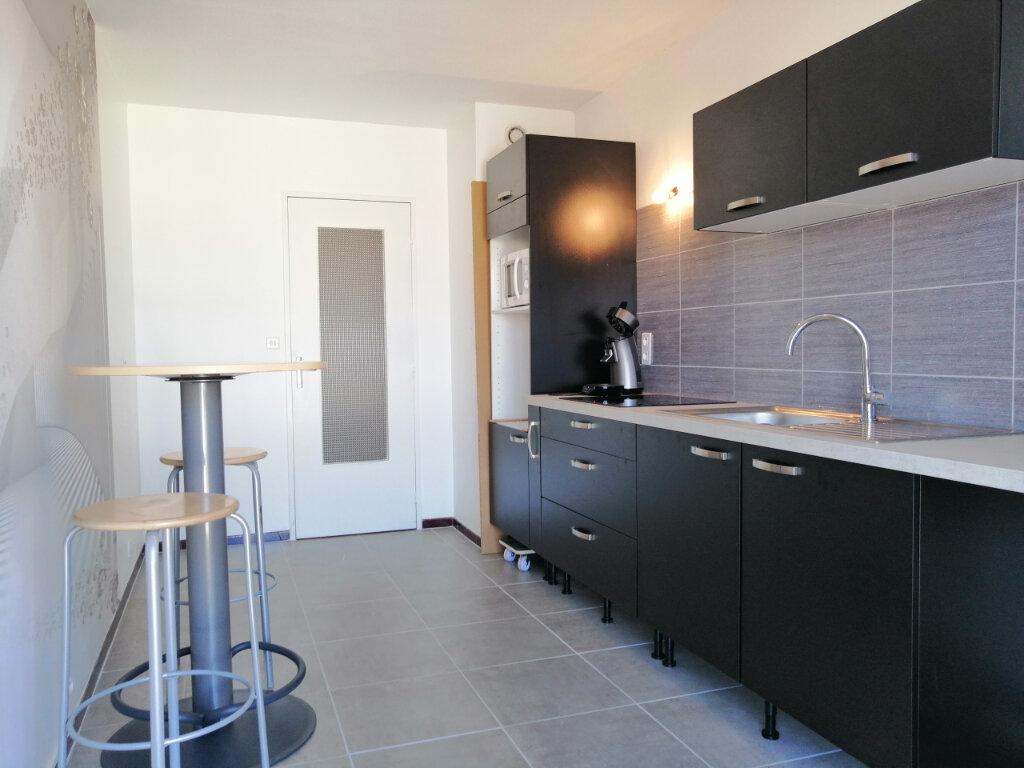 Appartement à louer 3 65m2 à Saint-Étienne vignette-1