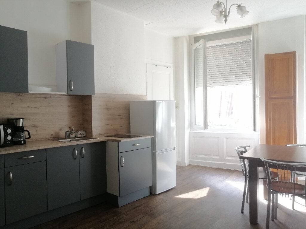Appartement à louer 2 39.41m2 à Saint-Étienne vignette-1