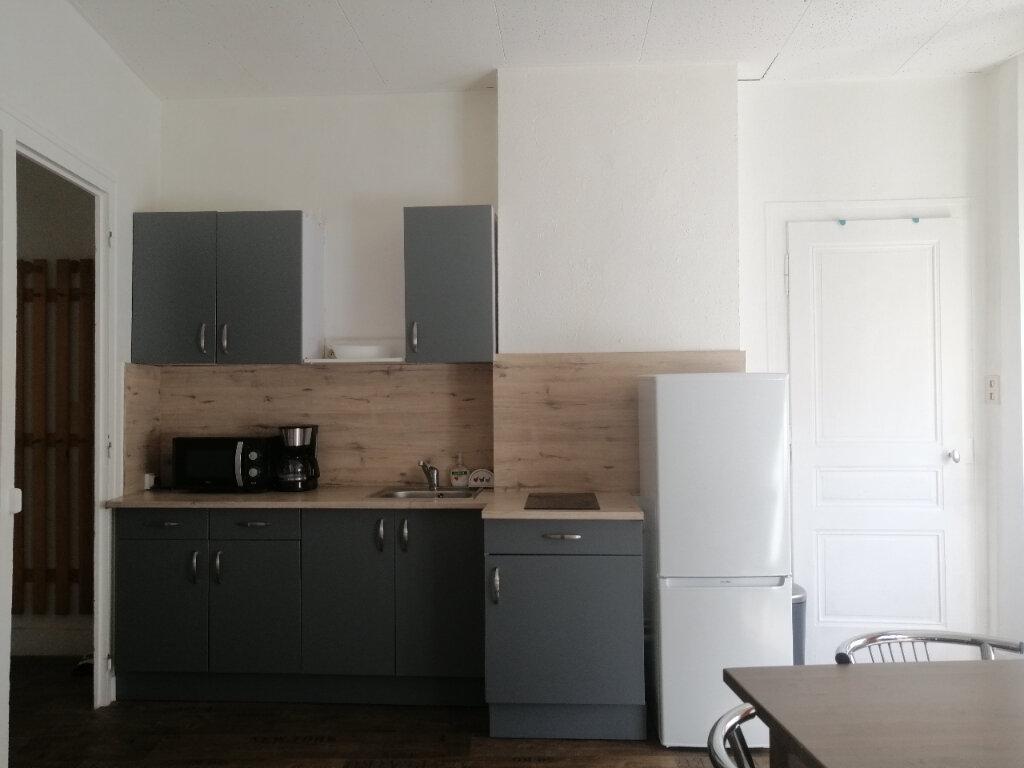 Appartement à louer 2 39.41m2 à Saint-Étienne vignette-2