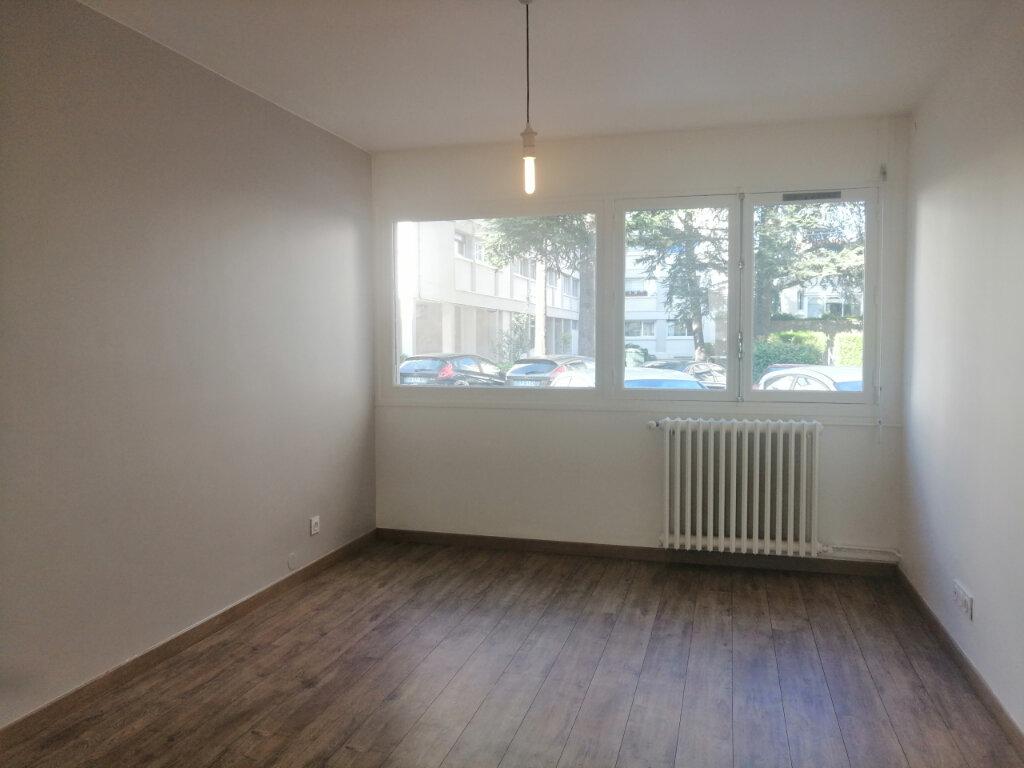 Appartement à louer 2 38.65m2 à Saint-Étienne vignette-2