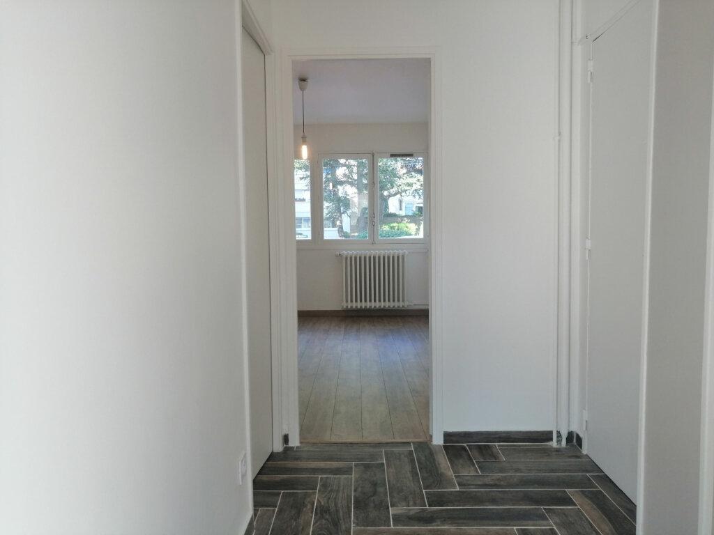 Appartement à louer 2 38.65m2 à Saint-Étienne vignette-5