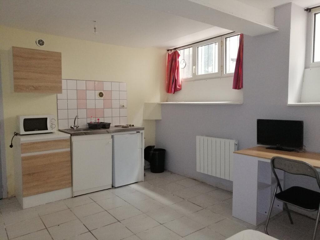 Appartement à louer 1 15m2 à Saint-Étienne vignette-1