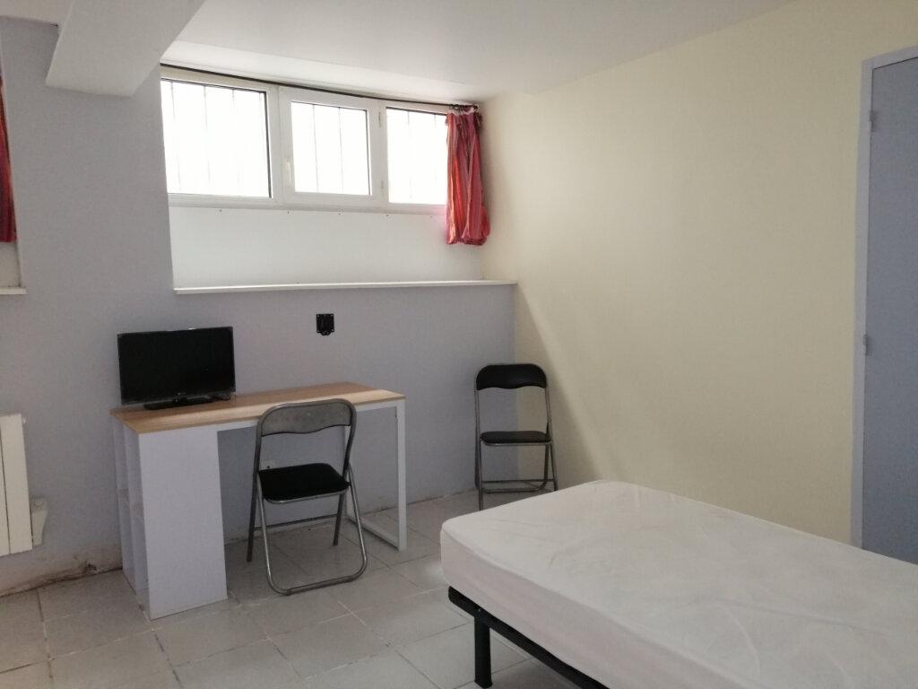 Appartement à louer 1 15m2 à Saint-Étienne vignette-2