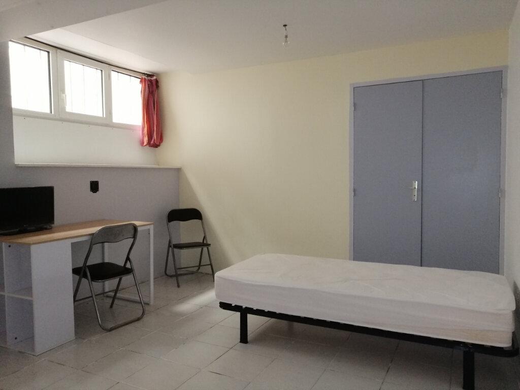 Appartement à louer 1 15m2 à Saint-Étienne vignette-3