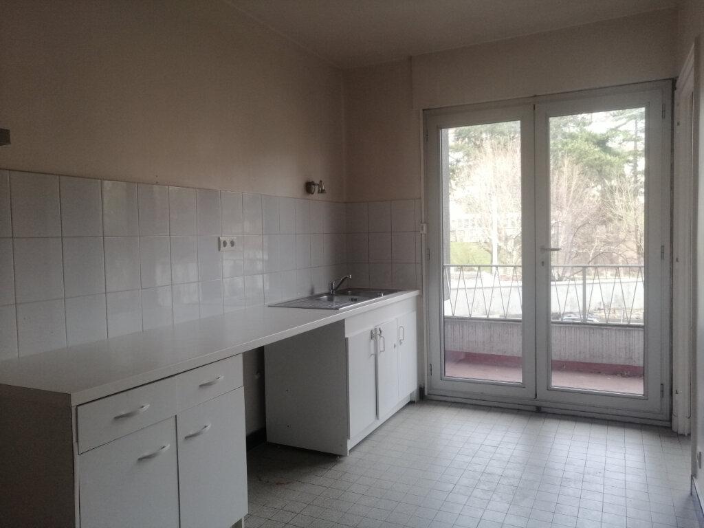 Appartement à louer 3 100m2 à Saint-Étienne vignette-4