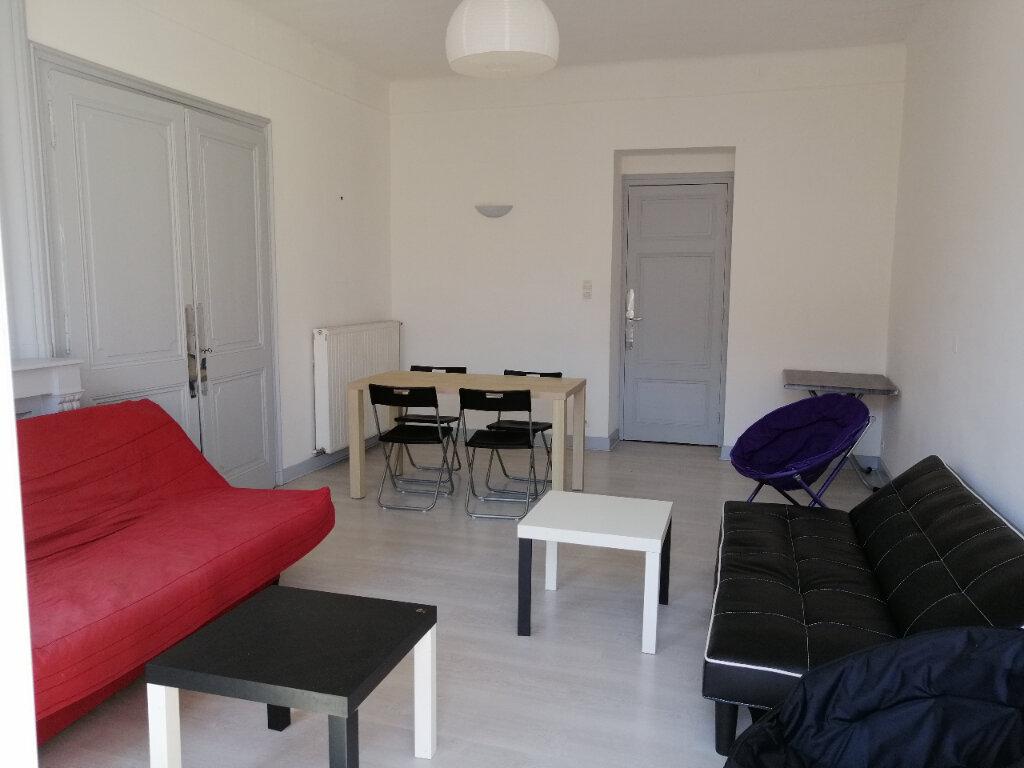 Appartement à louer 3 84.29m2 à Saint-Étienne vignette-2