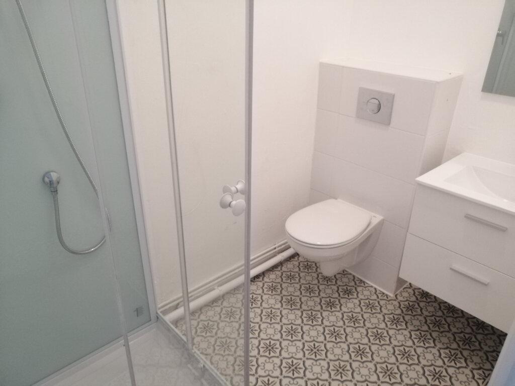 Appartement à louer 3 84.29m2 à Saint-Étienne vignette-3