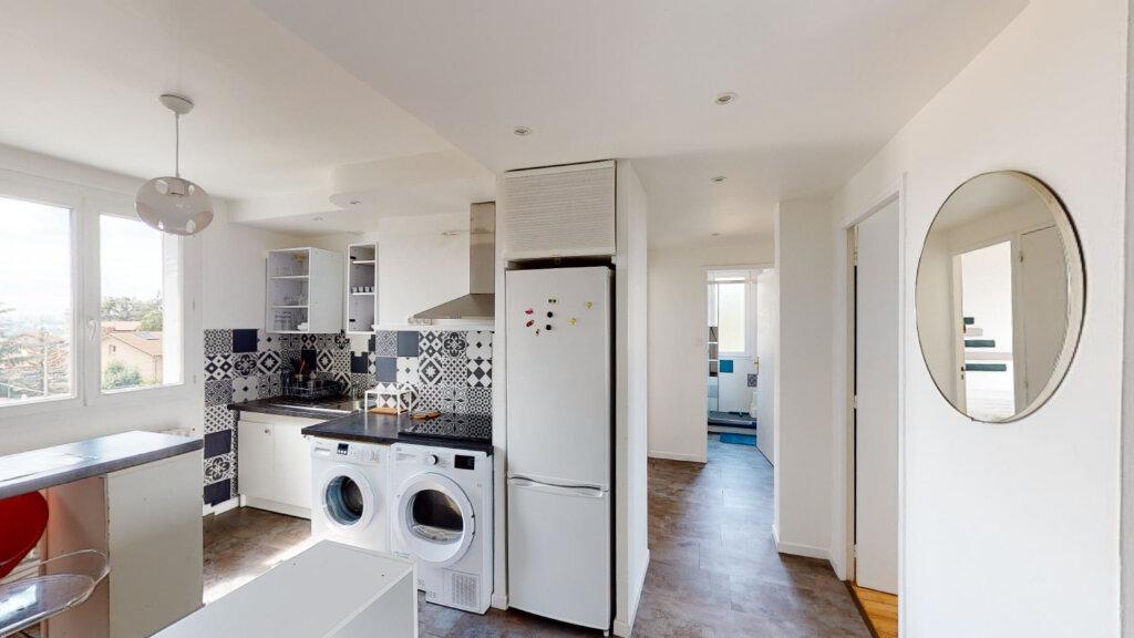 Appartement à louer 4 64.49m2 à Saint-Étienne vignette-1