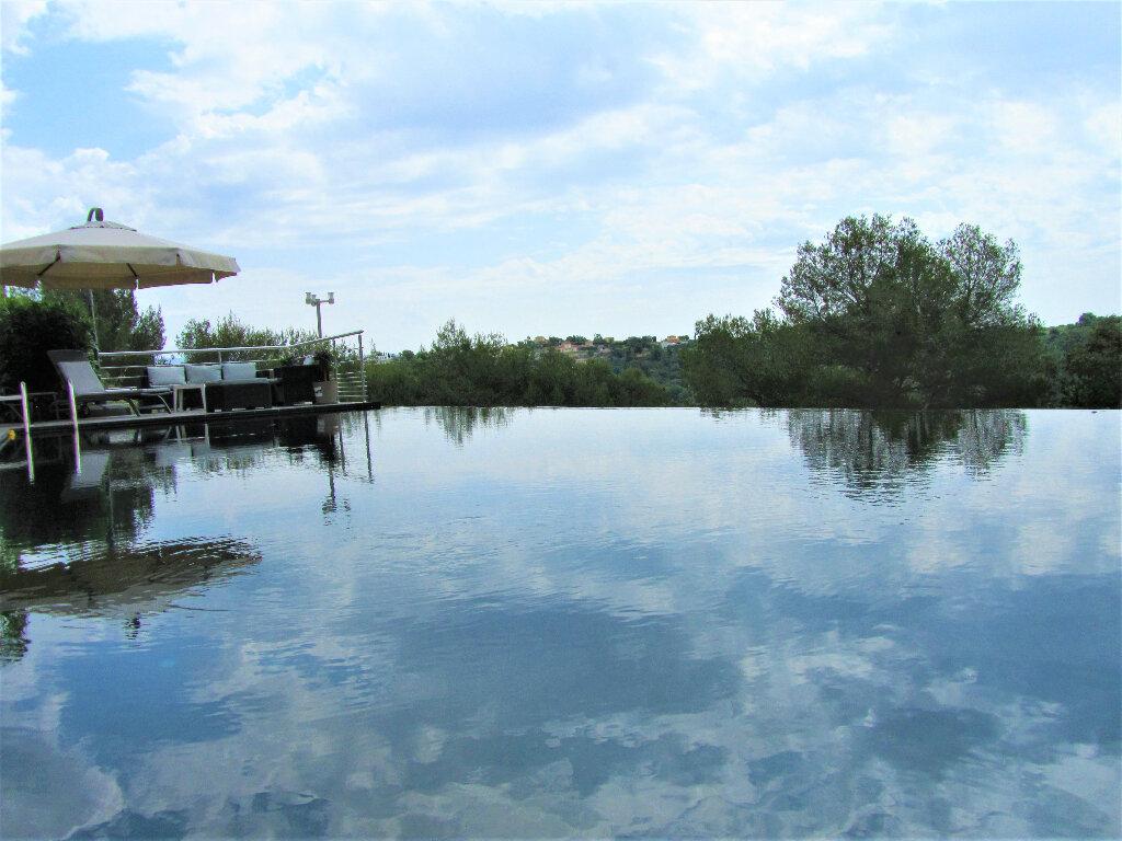 Maison à vendre 6 220m2 à Cagnes-sur-Mer vignette-1
