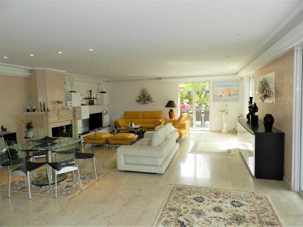 Maison à vendre 6 220m2 à Cagnes-sur-Mer vignette-11