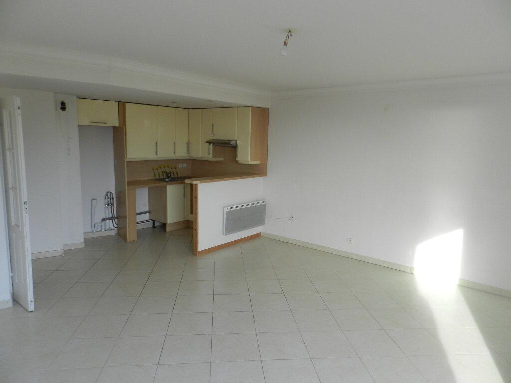 Appartement à vendre 3 61m2 à Saint-Laurent-du-Var vignette-2