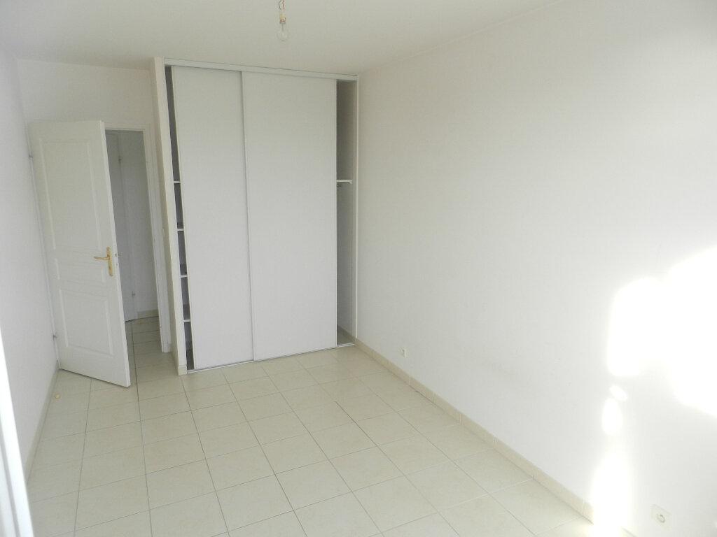 Appartement à vendre 3 61m2 à Saint-Laurent-du-Var vignette-4