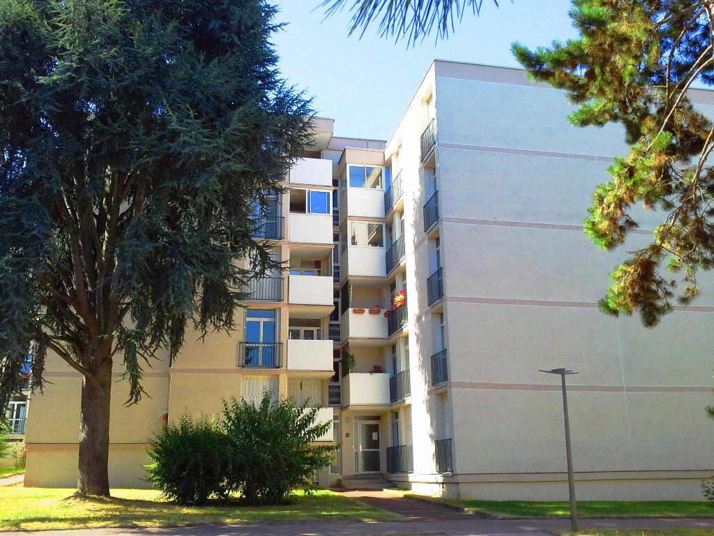 Appartement à louer 3 58m2 à Ris-Orangis vignette-1