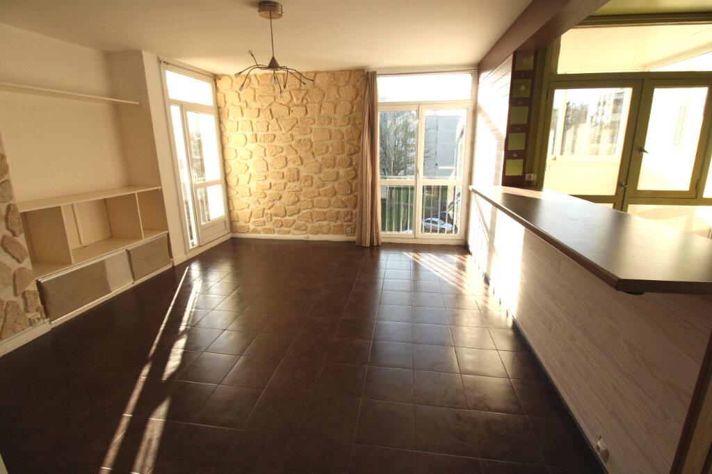 Appartement à louer 3 58m2 à Ris-Orangis vignette-2