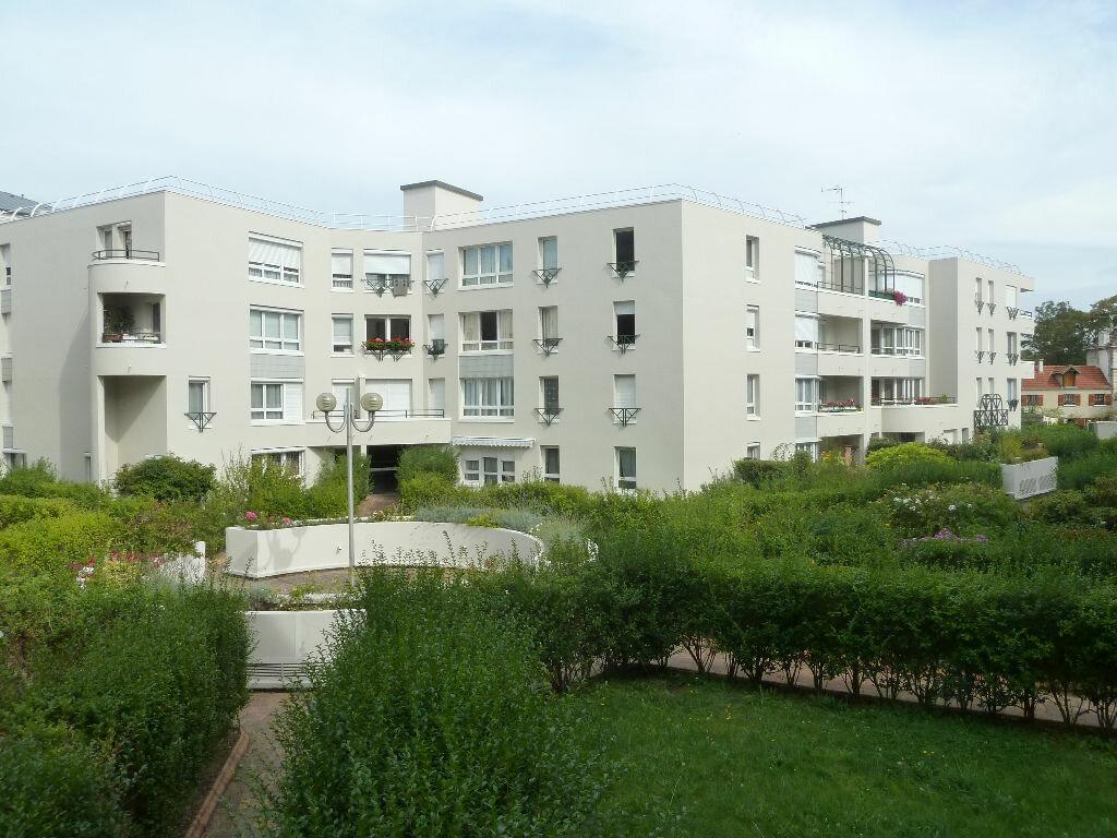 Appartement à louer 2 52m2 à Viry-Châtillon vignette-1