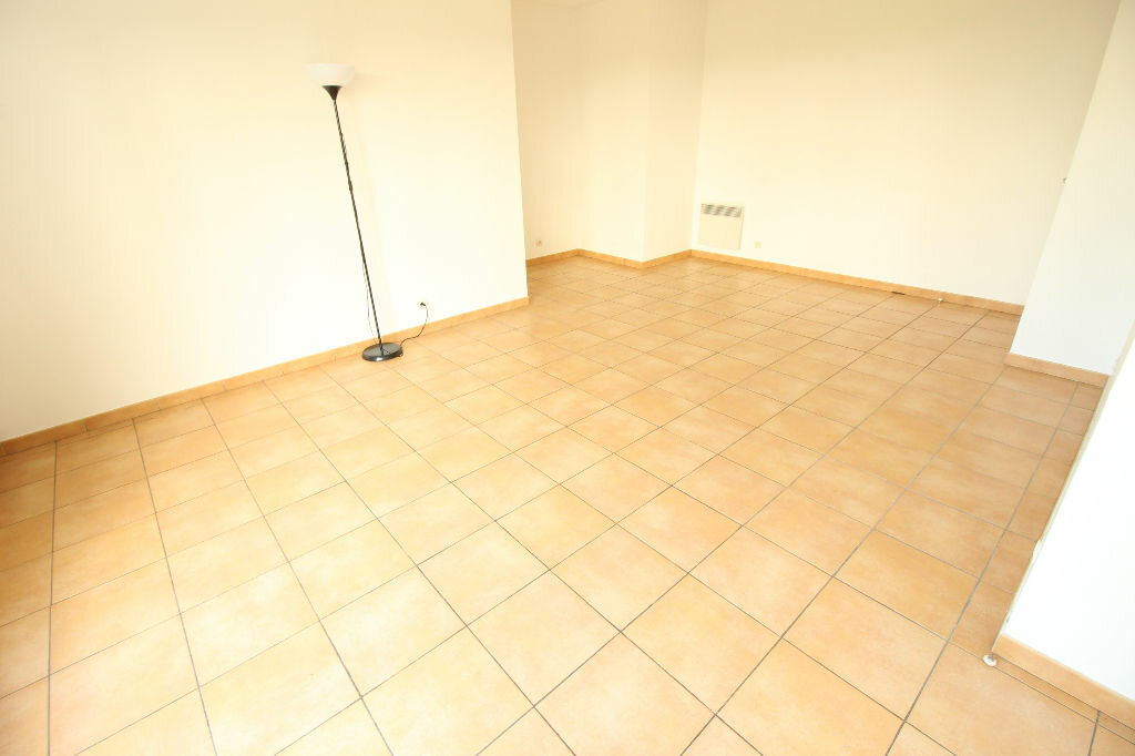 Appartement à louer 2 52m2 à Viry-Châtillon vignette-2