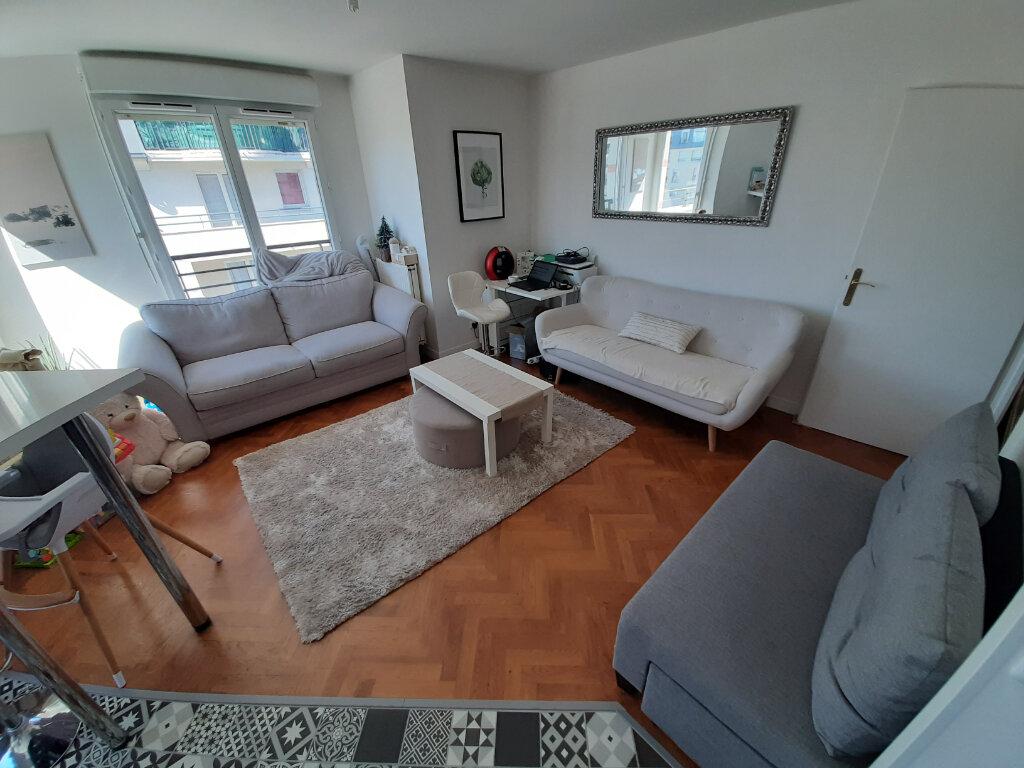Appartement à louer 4 70m2 à Viry-Châtillon vignette-4