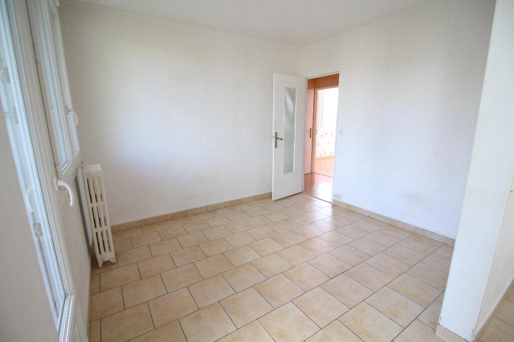 Appartement à louer 5 86.72m2 à Meaux vignette-2