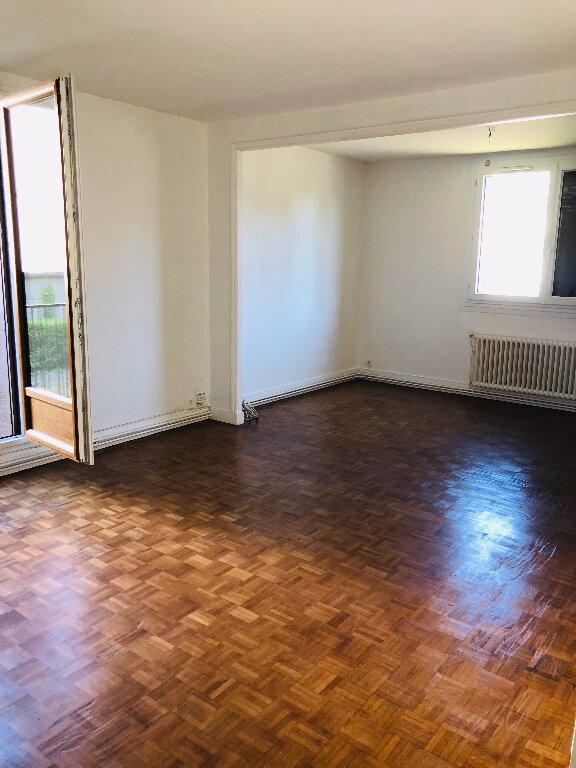 Appartement à louer 4 66.36m2 à Meaux vignette-2