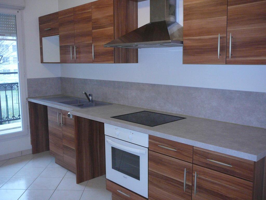 Appartement à louer 3 66.7m2 à Meaux vignette-1