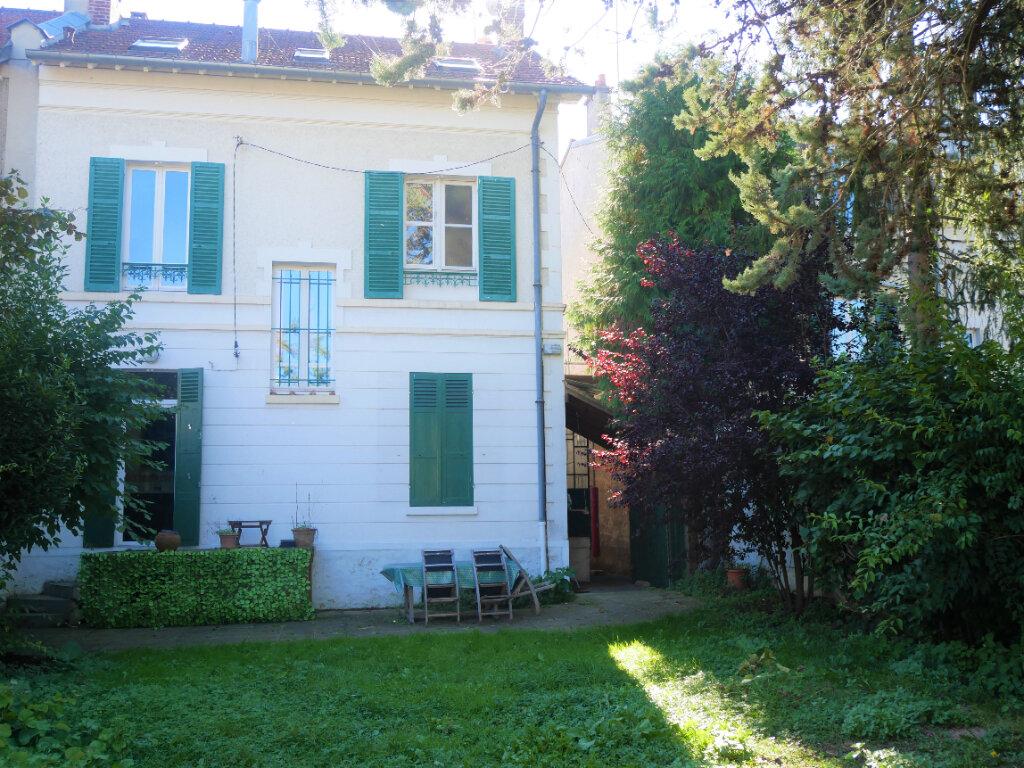 Maison à louer 7 179.5m2 à Meaux vignette-1