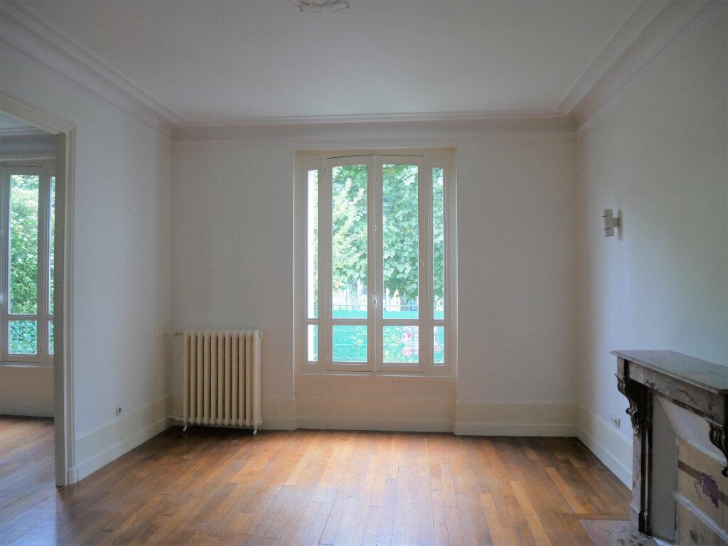 Maison à louer 7 179.5m2 à Meaux vignette-3