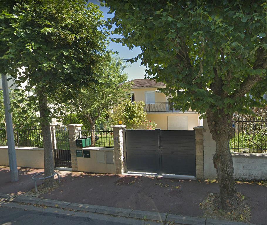 Appartement à louer 2 30m2 à Noisy-le-Grand vignette-1