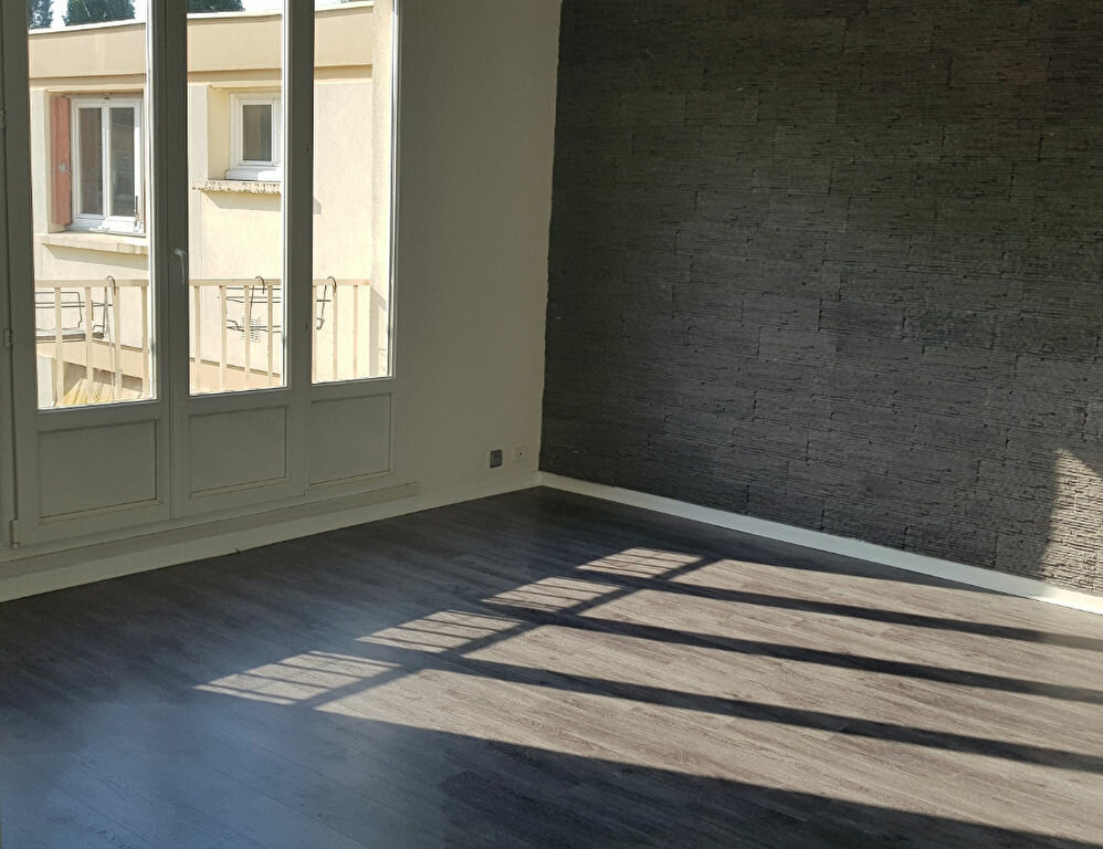 Appartement à louer 2 43.2m2 à Coubron vignette-3