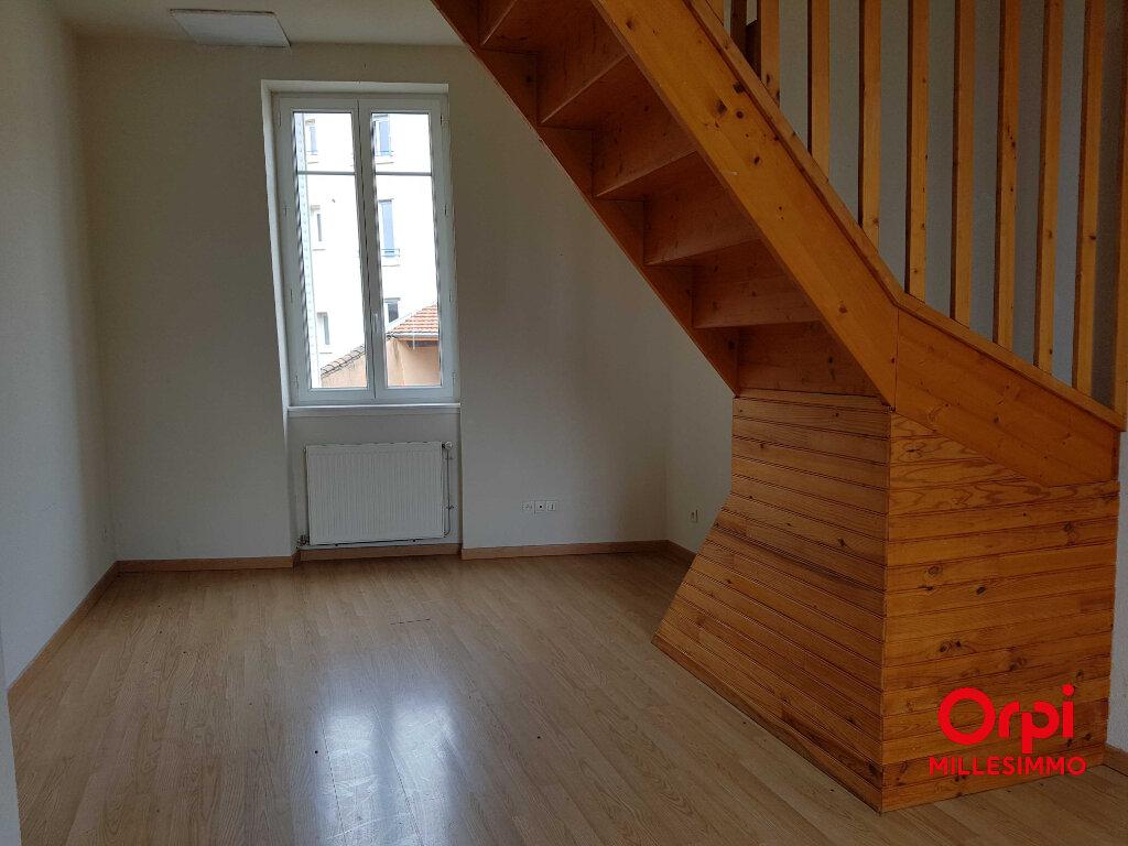 Appartement à louer 3 50m2 à Chazelles-sur-Lyon vignette-2