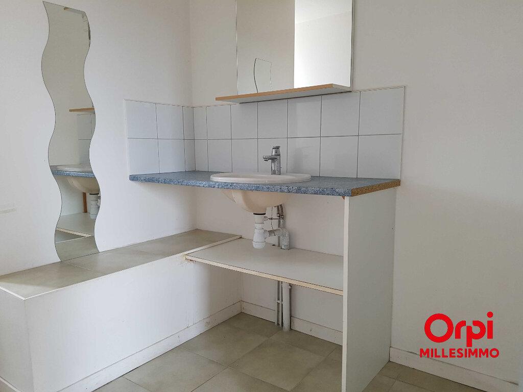 Appartement à louer 3 50m2 à Chazelles-sur-Lyon vignette-3