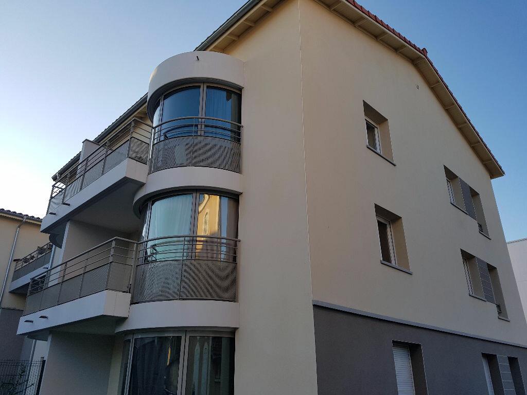 Appartement à louer 3 73.6m2 à Craponne vignette-1