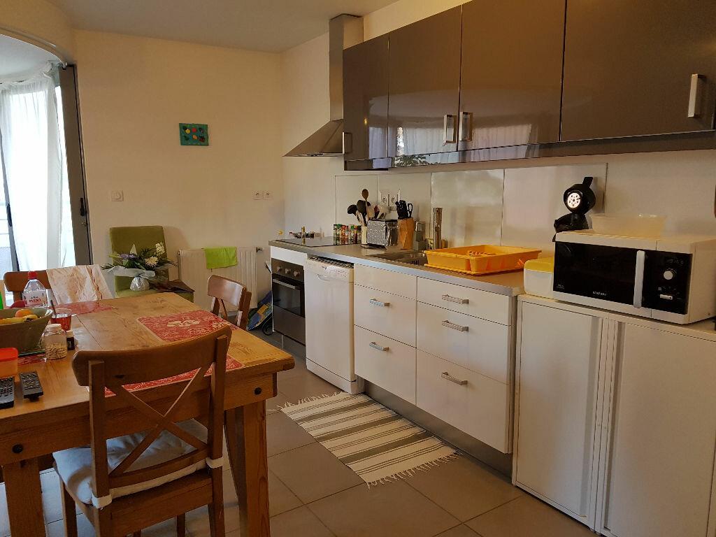 Appartement à louer 3 73.6m2 à Craponne vignette-2