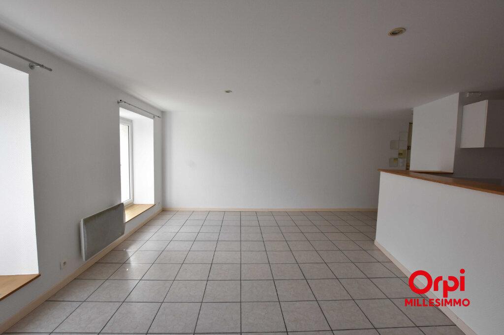 Appartement à louer 3 80m2 à Saint-Symphorien-sur-Coise vignette-2