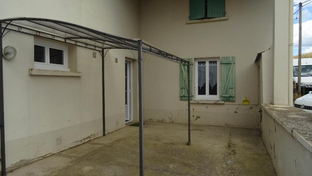 Appartement à louer 4 126m2 à Rontalon vignette-1