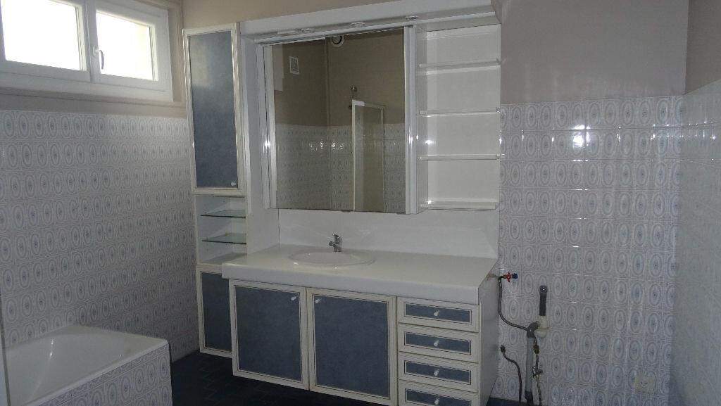Appartement à louer 4 126m2 à Rontalon vignette-4