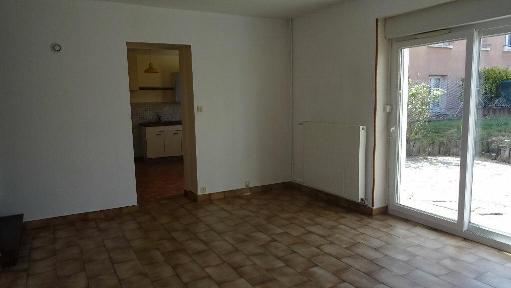 Maison à louer 3 81.35m2 à Saint-Symphorien-sur-Coise vignette-3