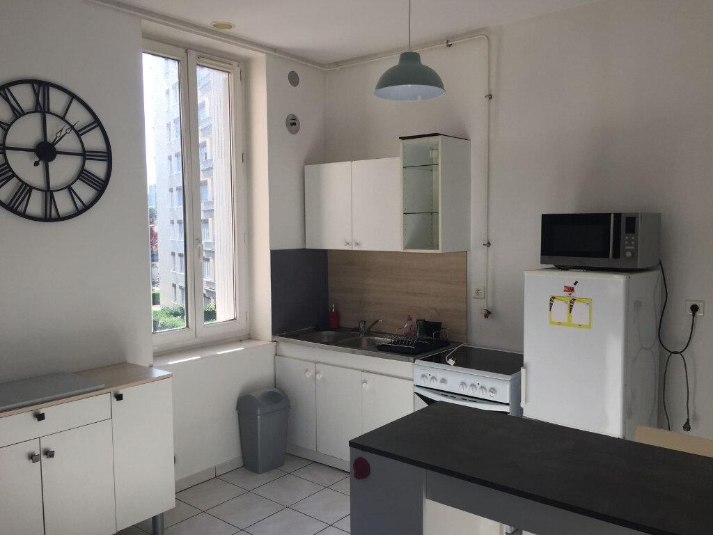 Appartement à louer 2 45m2 à Villeurbanne vignette-4