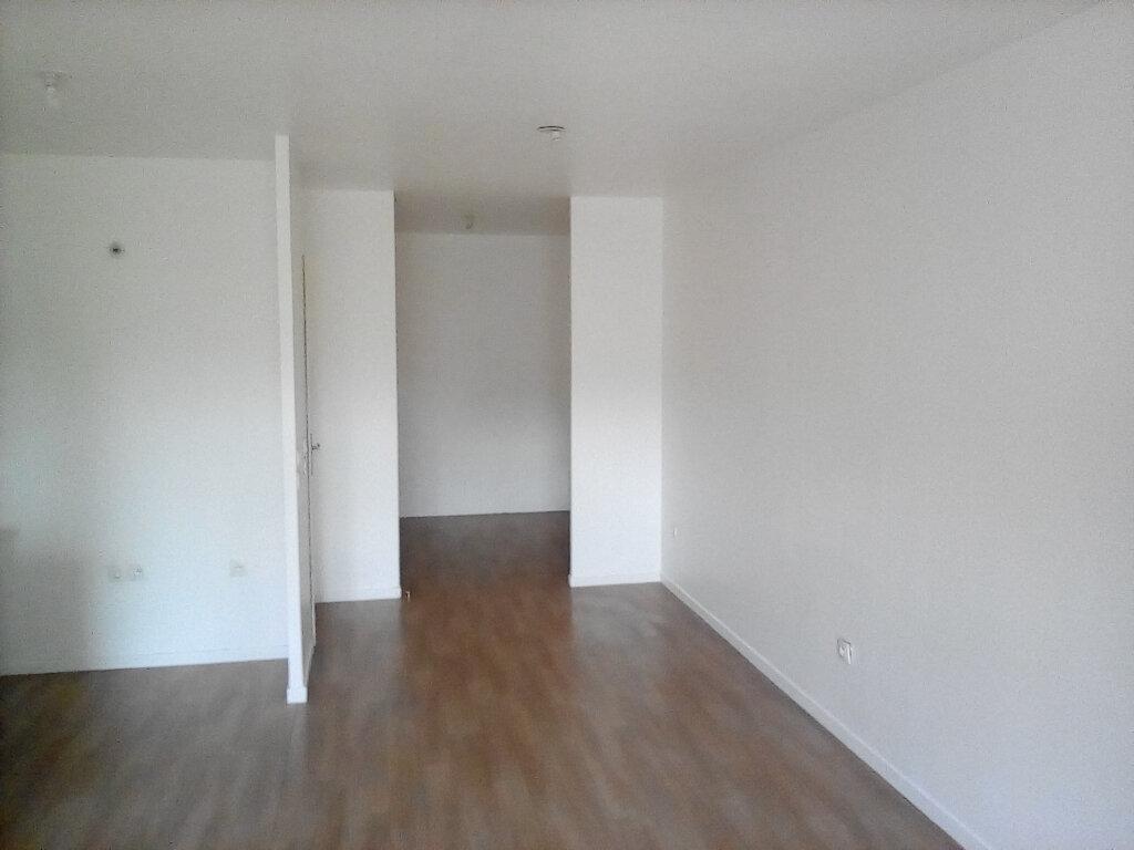 Appartement à louer 2 39m2 à Saint-Ouen-l'Aumône vignette-2
