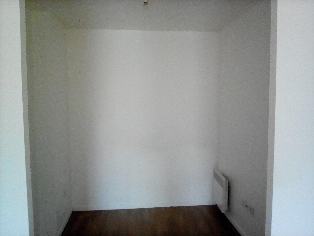 Appartement à louer 2 39m2 à Saint-Ouen-l'Aumône vignette-3