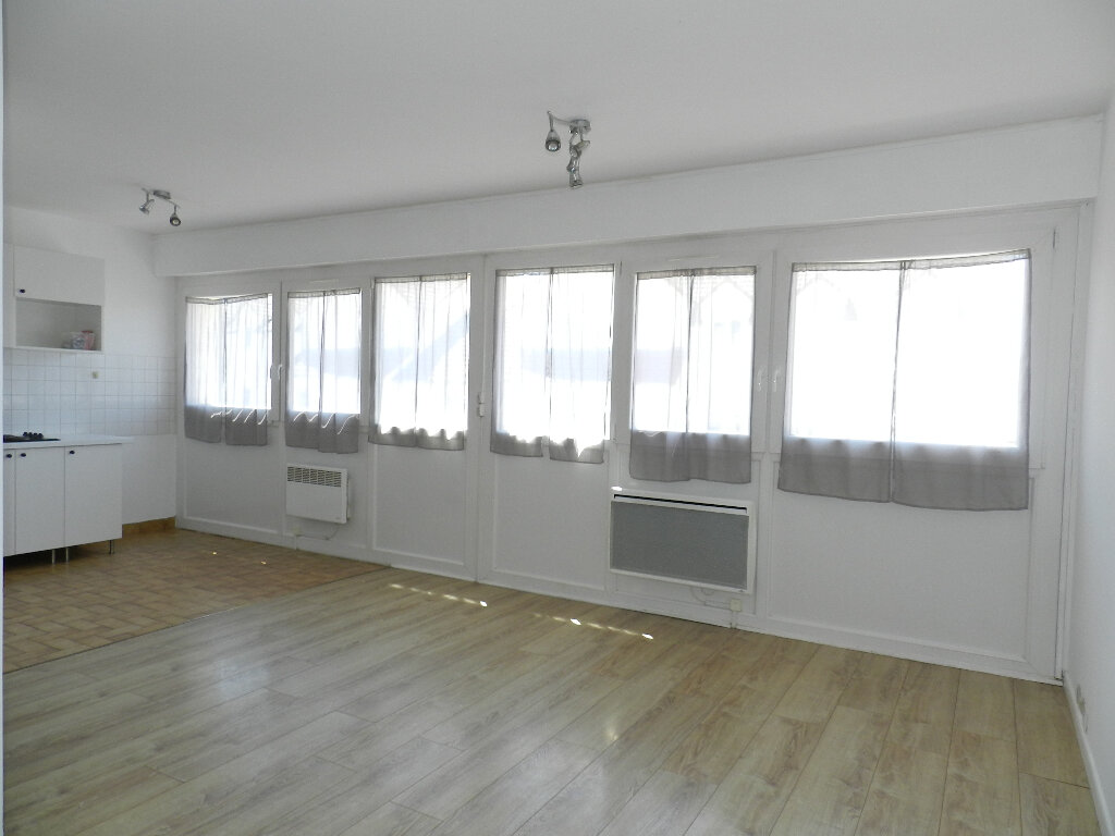 Appartement à louer 1 31m2 à Brie-Comte-Robert vignette-2