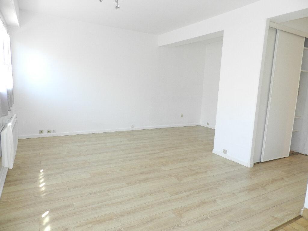 Appartement à louer 1 31m2 à Brie-Comte-Robert vignette-3