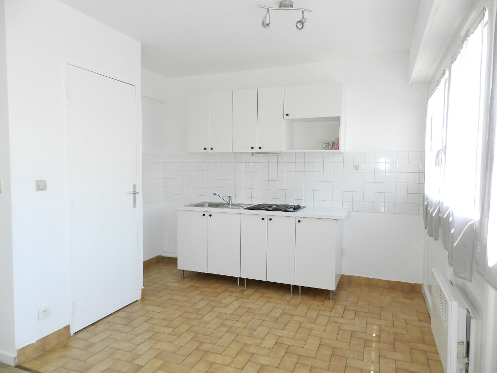 Appartement à louer 1 31m2 à Brie-Comte-Robert vignette-4