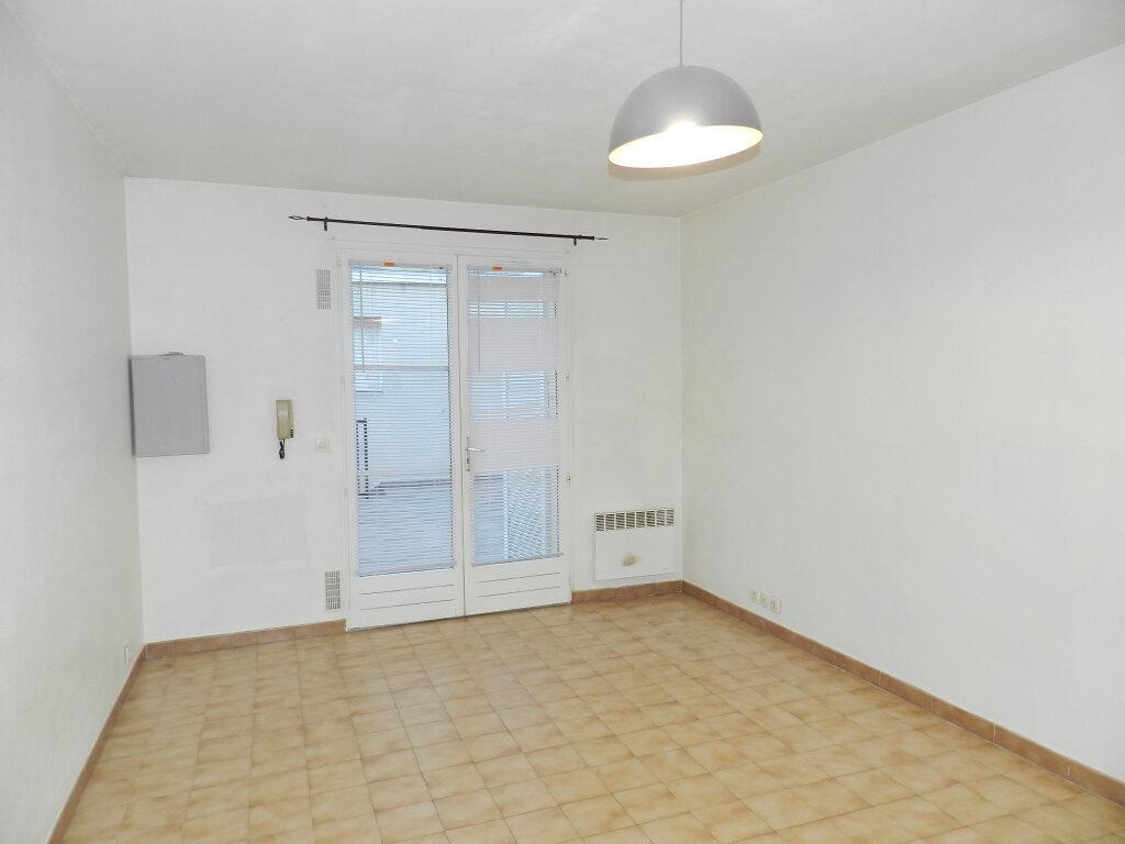 Appartement à louer 1 25.64m2 à Brie-Comte-Robert vignette-2