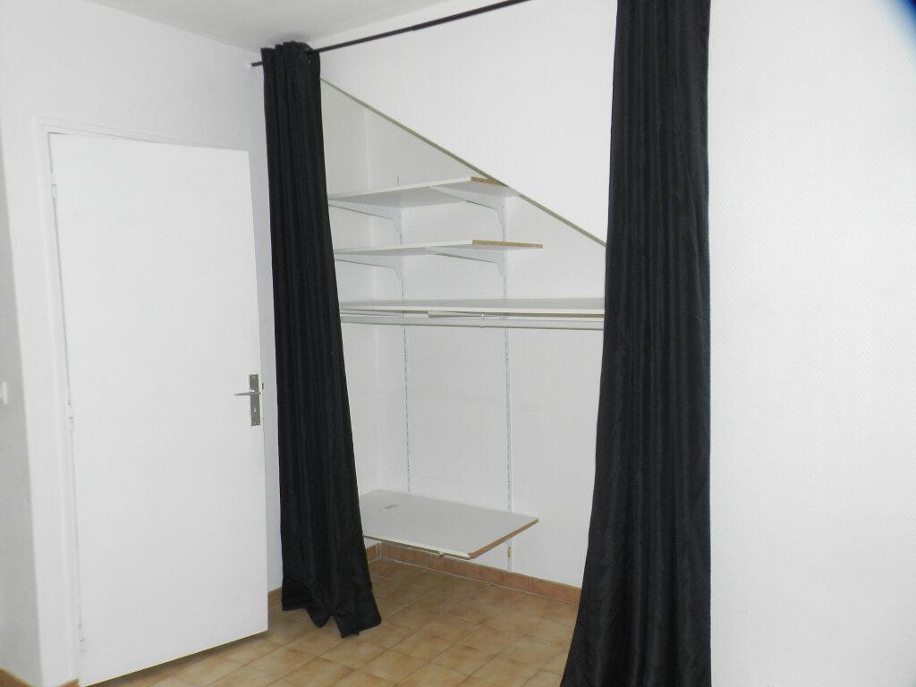 Appartement à louer 1 25.64m2 à Brie-Comte-Robert vignette-4
