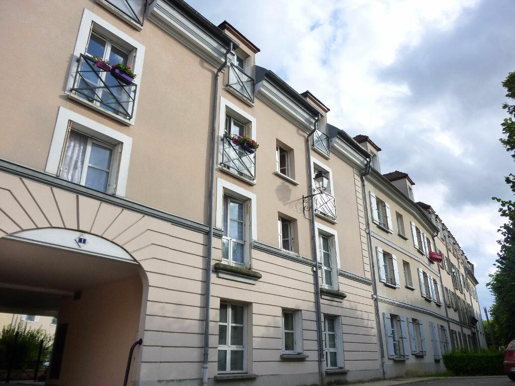 Appartement à louer 2 41.03m2 à Brie-Comte-Robert vignette-1