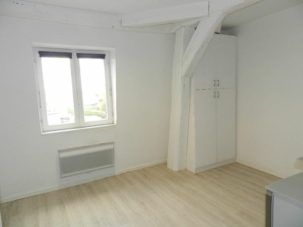 Appartement à louer 1 16m2 à Brie-Comte-Robert vignette-1