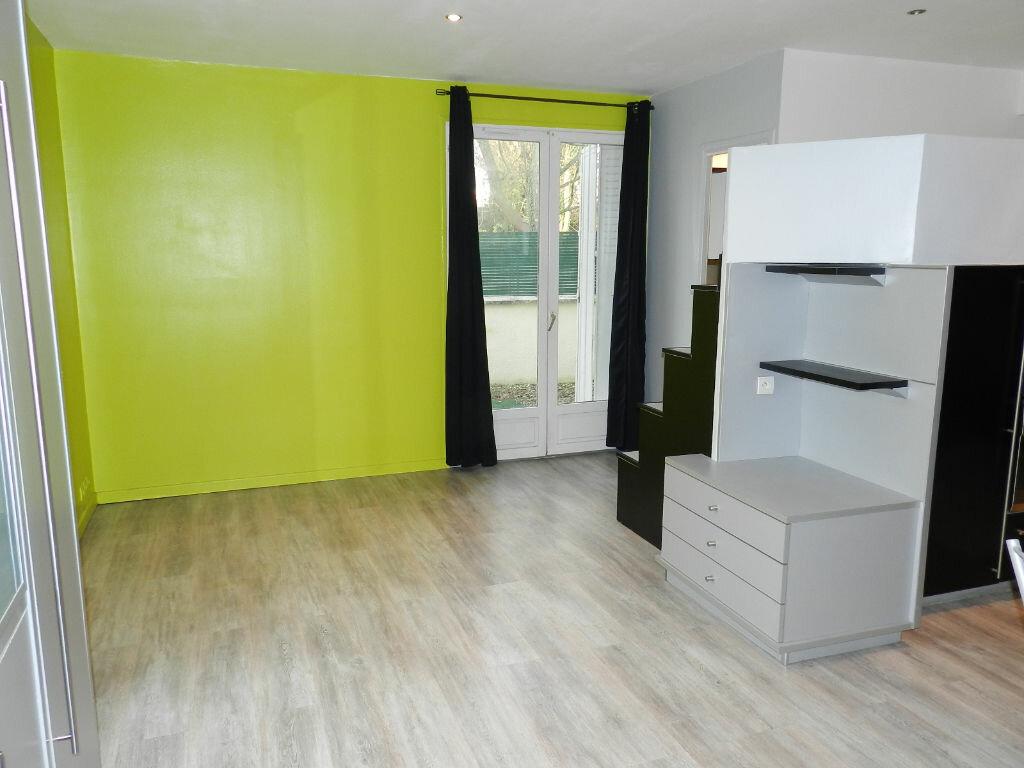 Appartement à louer 1 30m2 à Brie-Comte-Robert vignette-2