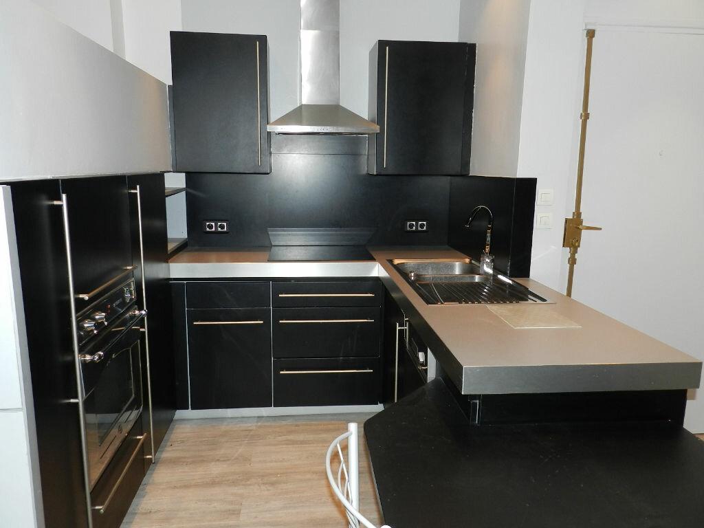 Appartement à louer 1 30m2 à Brie-Comte-Robert vignette-3